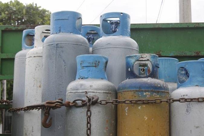 La amortización de la gasolina al cortacésped en la escuela