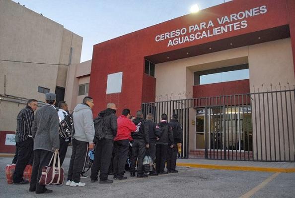 CDS cuelga narcomanta frente al CERESO Aguascalientes