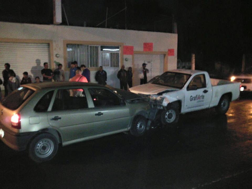 Cinco lesionados en choque frontal en Norias de Ojocaliente