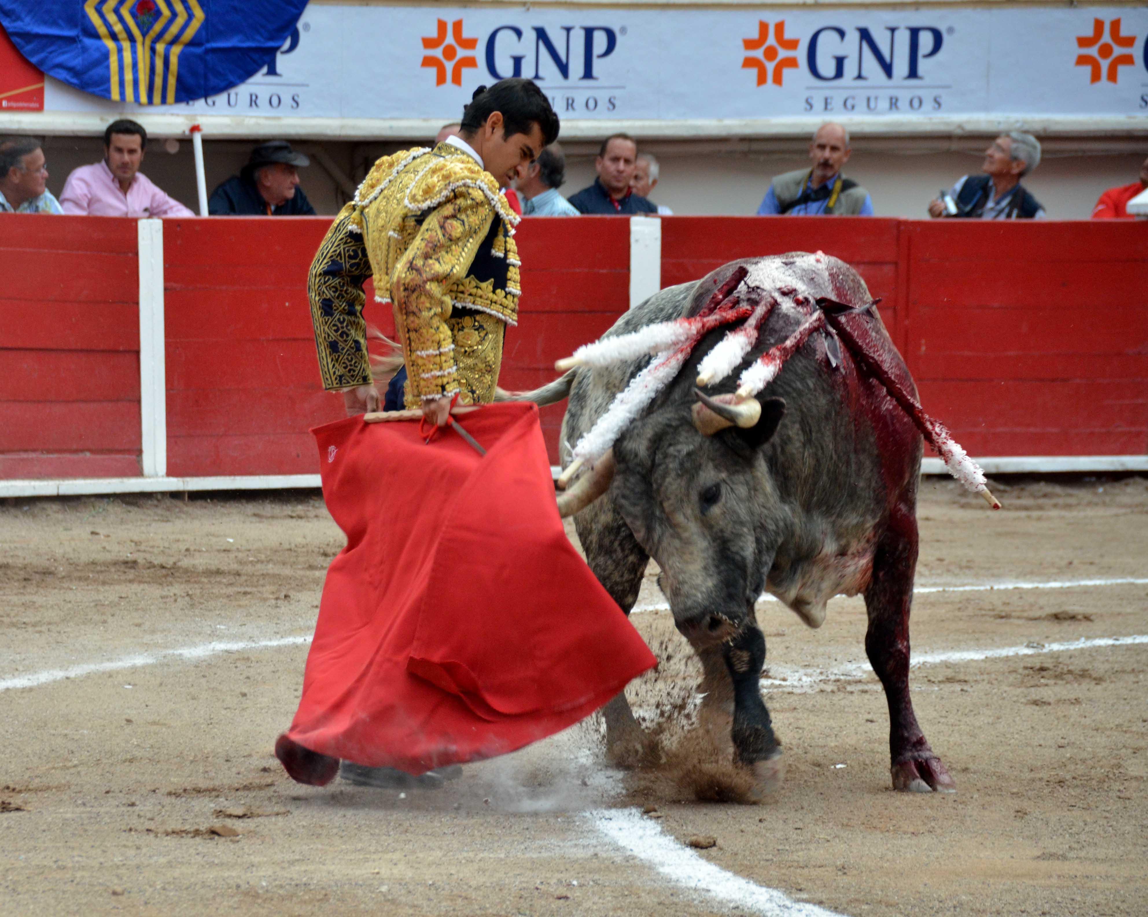Joselito Adame triunfa en el Día Grande de San Marcos corta 2 orejas