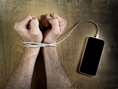 ¿De qué depende la adicción al celular?