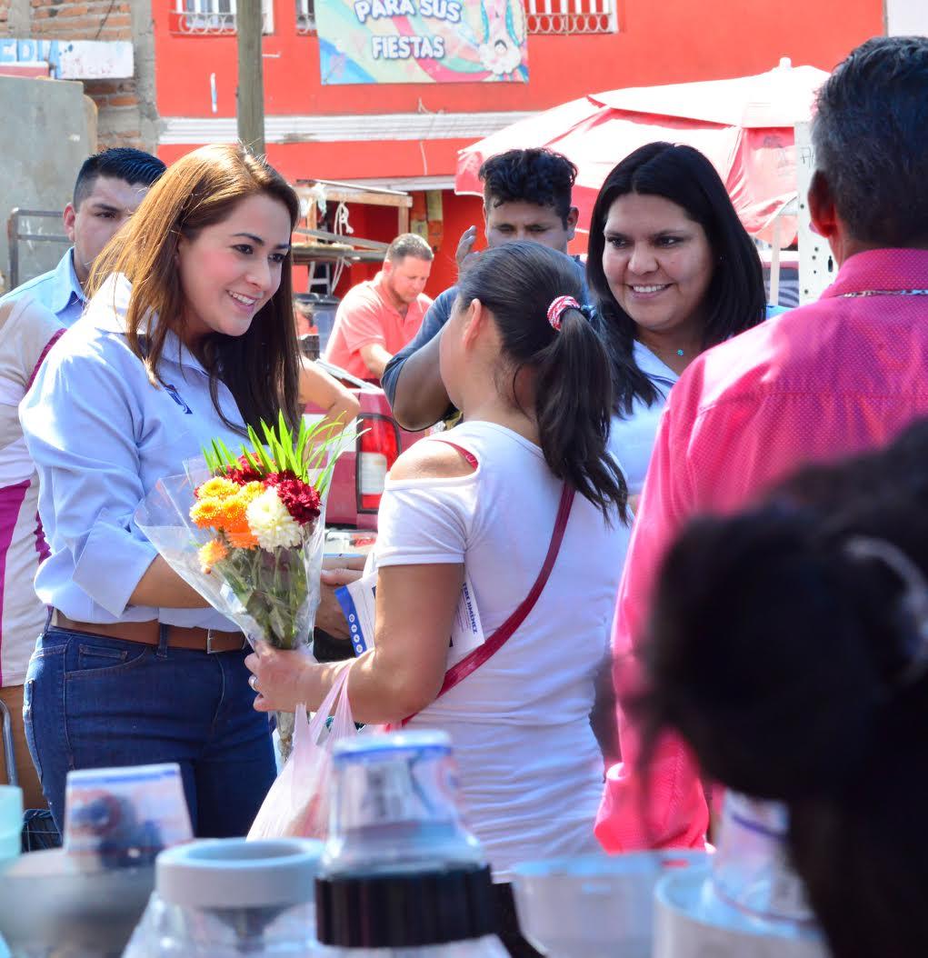 Impulsará Tere Jiménez más apoyos académicos y laborales para los jóvenes