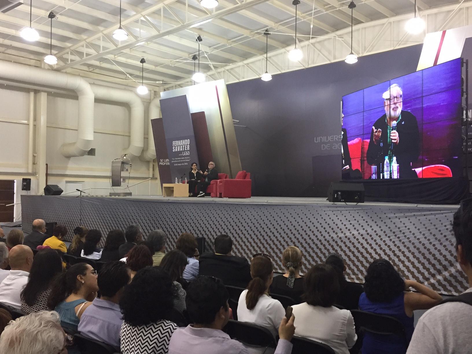La política es paciencia y riesgo: Fernando Savater
