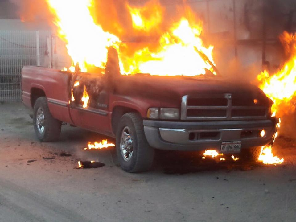 Se incendia camioneta en Pabellón
