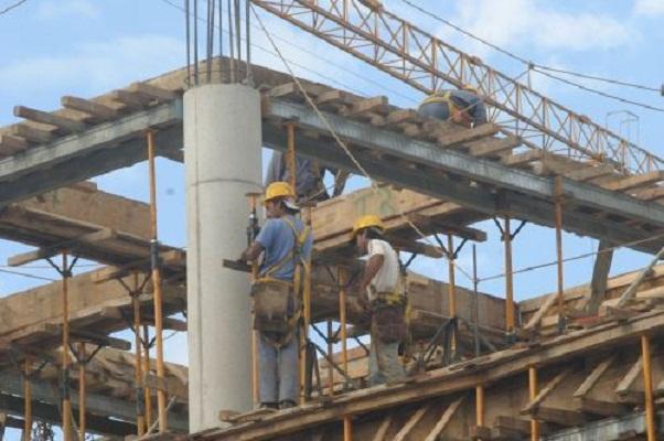 Escalada del dólar pegará en la industria de la construcción: CMIC