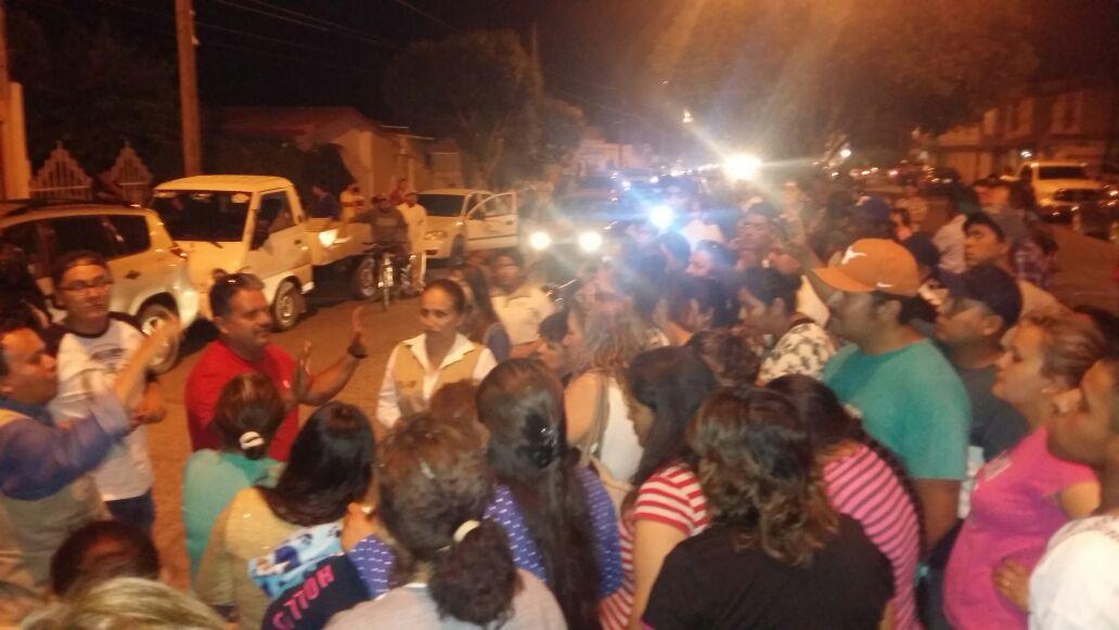 Detectan camioneta con despensas del PRI en Pabellón de Arteaga