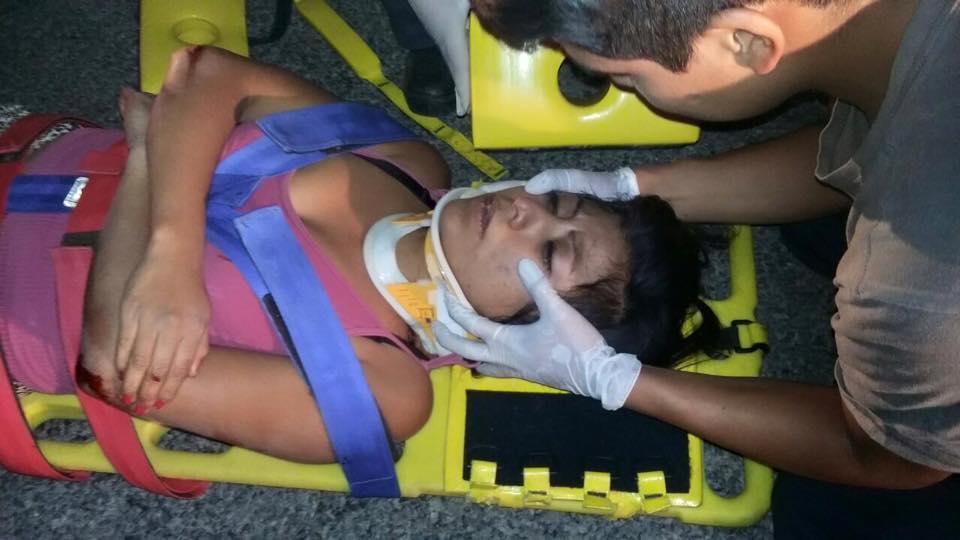 Grave motociclista y su pareja, luego de estrellarse atrás de un auto en la carretera a Villa Hidalgo