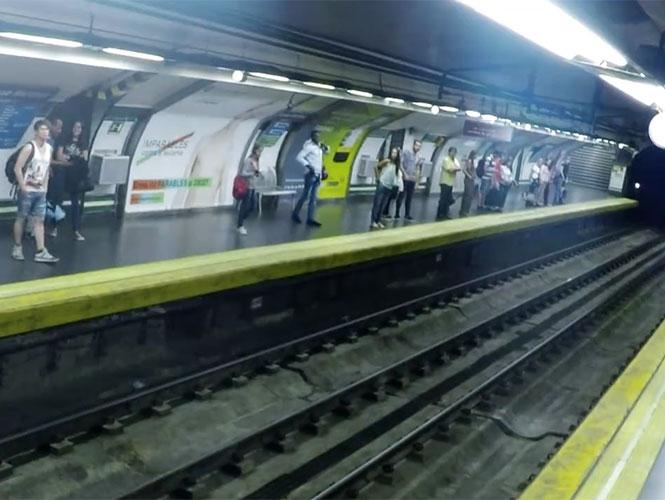 VIDEO: Metro fantasma desconcierta a usuarios