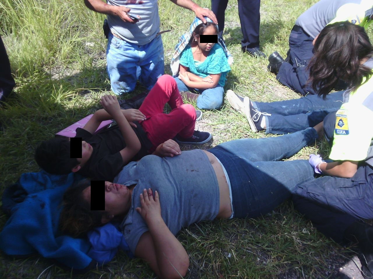 5 lesionados por camioneta que se fue a un barranco en Calvillo