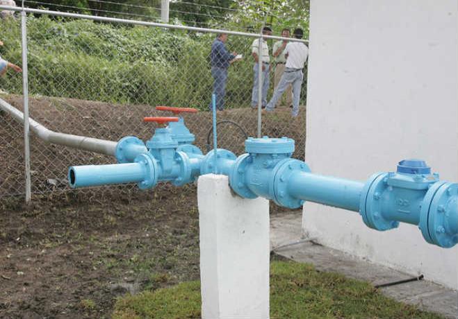 Siguen trabajando para dotar de agua y luz en VNSA