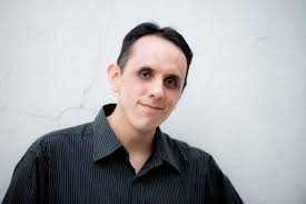 Lamenta Alberto Chimal uso negativo que se le da a las redes sociales