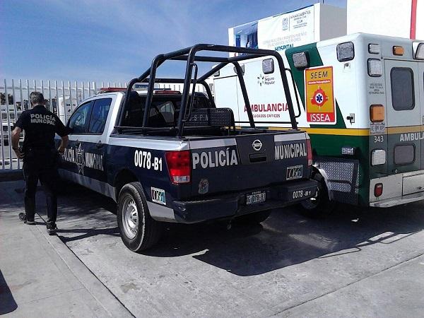 Policías auxilian a niño que cayó de un segundo piso de una casa en el Ojocaliente I
