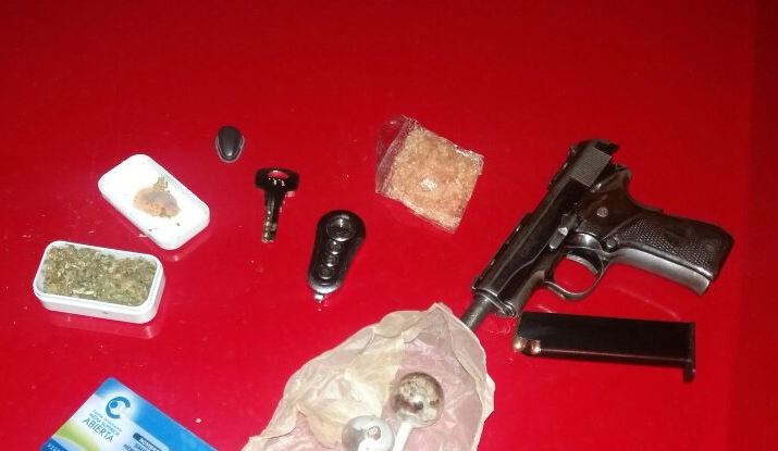 Detienen a mujer y hombres armados y con droga