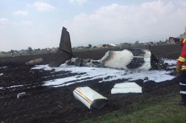 Dos muertos en desplome de aeronave en Toluca