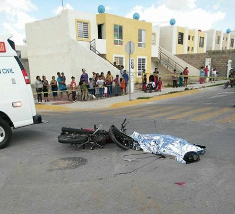 Camión de volteo arrolla y mata a un motociclista en Villa Montaña