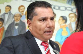 Enrique Juárez títere o demócrata