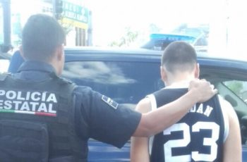 Menor de edad apuñala a su primo por la espalda en Aguascalientes
