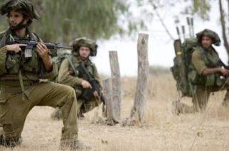 Ejército israelí detiene a 2 palestinos y cierra 8 medios