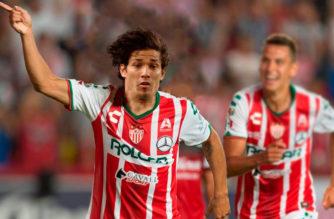Se queda Matías Fernández a cumplir su contrato con Necaxa