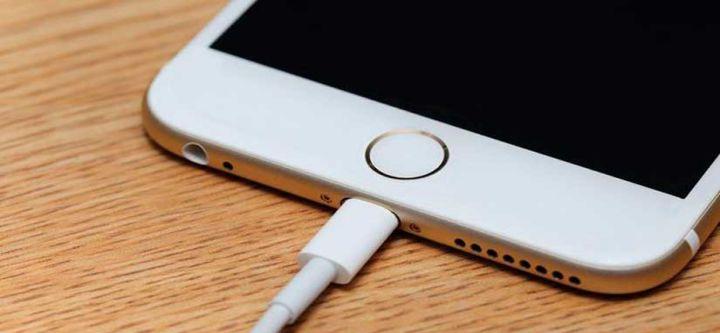 3 hábitos que arruinan las baterías del teléfono celular