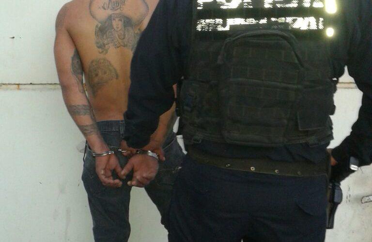 Detienen a sujeto armado con más de 200 ingresos