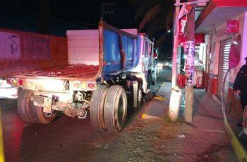 Hombre muere prensado entre dos camiones en el Puertecito de la Virgen
