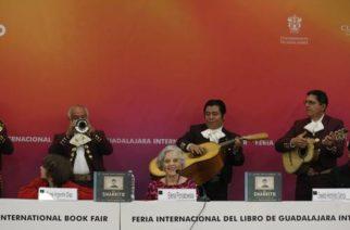 El libro El charrito cantor, de Elena Poniatowska, se lee como un suspiro