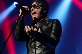 Beto Cuevas sufre caída del escenario durante concierto
