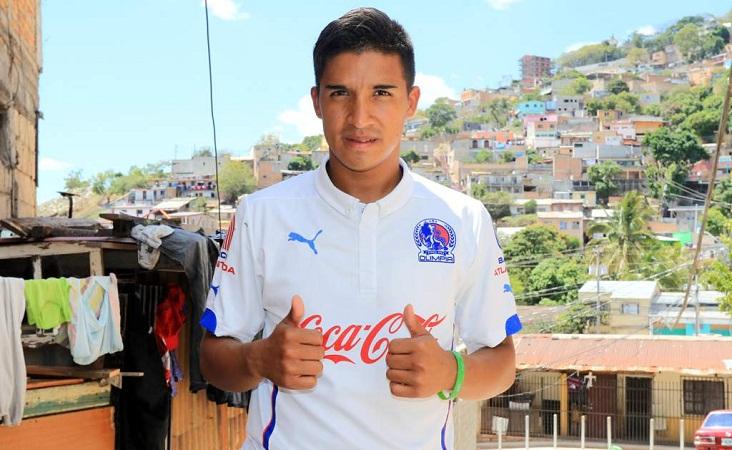 Castigan a futbolista hondureño por decir que va a jugar en Necaxa