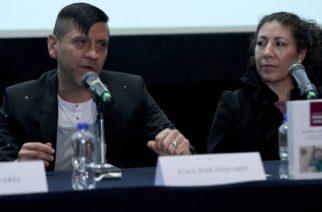 Juan José Olivares, acompañado de Mireya Vega, durante la presentación de su libro Alquimia audiovisual, en la sala nueve de la Cineteca Nacional. Ese trabajo reúne una selección de charlas del reportero de La Jornada con reconocidos cineastas