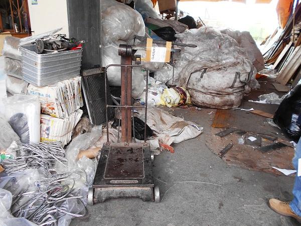 Clausuran recicladora cachirul en la colonia España en Ags.