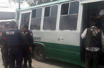 Ladrones son sometidos por locatarios de mercado en Pantitlán