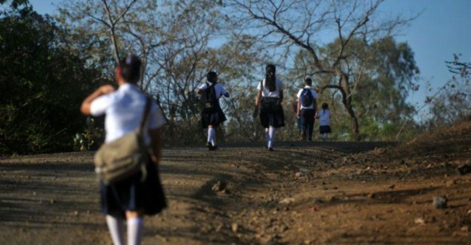 Juez ampara a niña contra de autoridades educativas y ordena despedir a por lo menos 60 maestros en Oaxaca