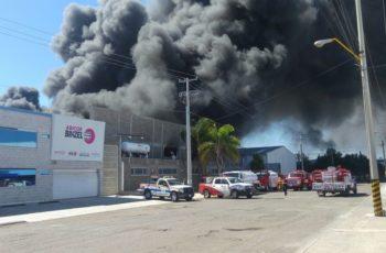 Tras 6 horas extinguen fuerte incendio en Aguascalientes