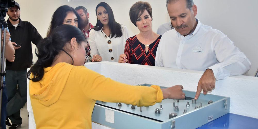 Martín Orozco visita nuevas instalaciones del DIF Estatal