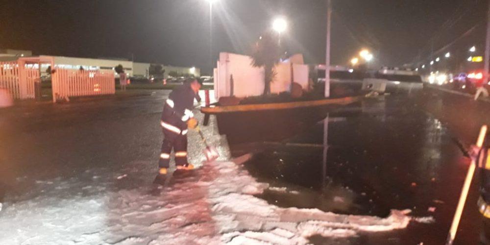 Pipa que transportaba químico se volcó en Aguascalientes