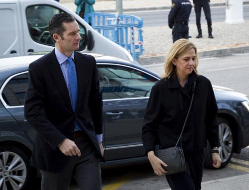 Spain's Princess Cristina (R) and her husband, former Olympic handball player Inaki Urdangarin arrive for a hearing held in the courtroom in the Balearic School of Public Administration (EBAP) building in Palma de Mallorca, on the Spanish Balearic Island of Mallorca on February 9, 2016. The trial for corruption in a high stakes case of Spain's Princess Cristina, the sister of King Felipe VI, and her husband, former Olympic handball player Inaki Urdangarin, started again today in Palma.  AFP PHOTO/ JAIME REINA