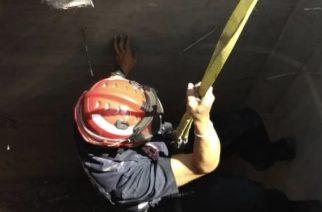 Cayó a una fosa de 15 metros y vive para contarlo en Aguascalientes