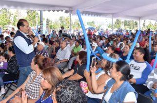 Entregó MOS apoyos a habitantes de municipios del interior