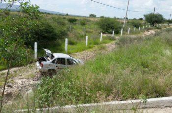 Murió un hombre al volcar su auto en Asientos, Aguascalientes