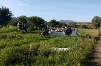 Joven de 14 años muere y otro sujeto resulta herido tras volcadura en Ags