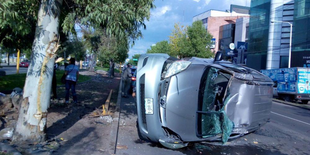 Una herida deja volcadura en Avenida Aguascalientes