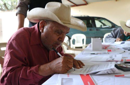 Entregan recursos a campesinos del seguro catastrófico en Cosío