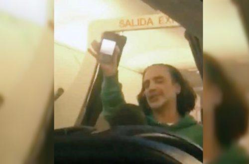 """Alejandro Fernández causa pánico en un avión; """"estaba cansado"""", dice"""