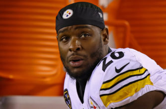 Dec 4, 2017; Cincinnati, OH, USA; Pittsburgh Steelers running back Le'Veon Bell (26) sits on the bench against the Cincinnati Bengals in the first half at Paul Brown Stadium. Mandatory Credit: Aaron Doster-USA TODAY Sports