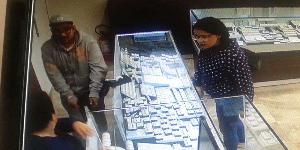 Tres sujetos asaltan joyería a mano armada en Aguascalientes