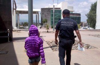 En Aguascalientes policías localizan a niña extraviada de 9 años
