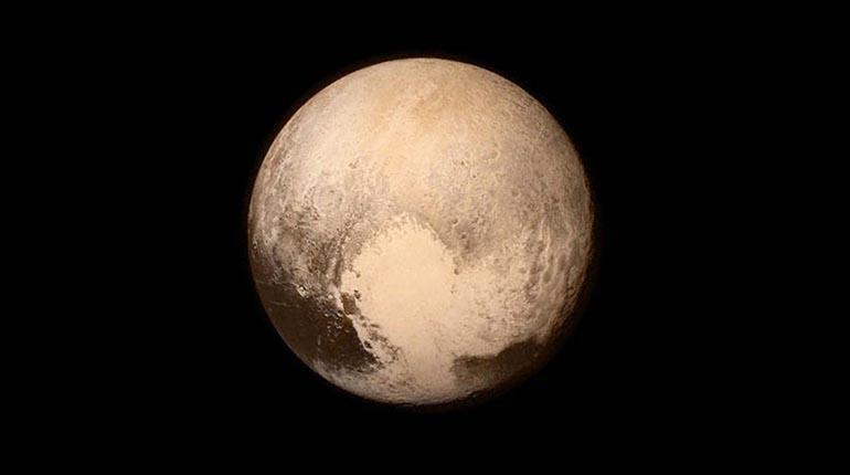 Nuevo estudio sugiere que Plutón sí es un planeta