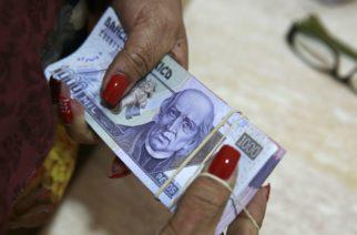 Hacienda dará a burócratas vales y bono sexenal por más de 15 mil pesos