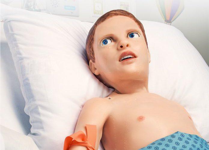 Este niño-robot puede sangrar, sentir el dolor y las emociones de un paciente pediátrico